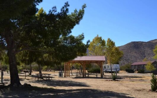 A log shade shelter at Stagecoach Trails